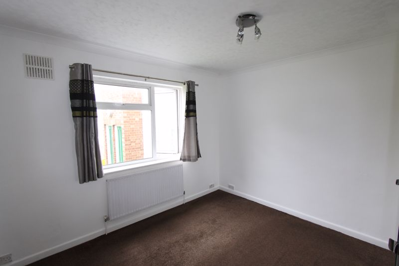 2 bedroom ground floor flat maisonette For Sale in Sutton - Photo 2.