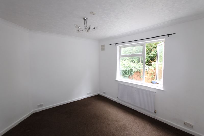 2 bedroom ground floor flat maisonette For Sale in Sutton - Photo 3.