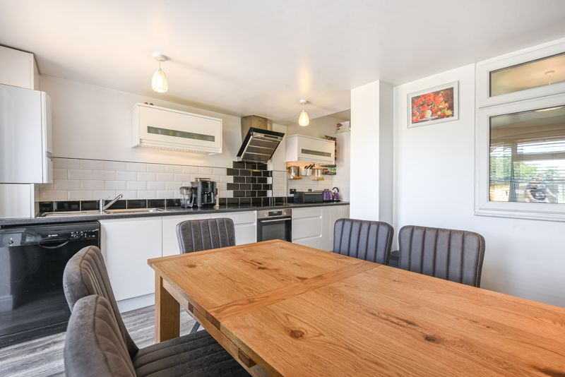 2 bedroom terraced house SSTC in Sutton - Photo 10.