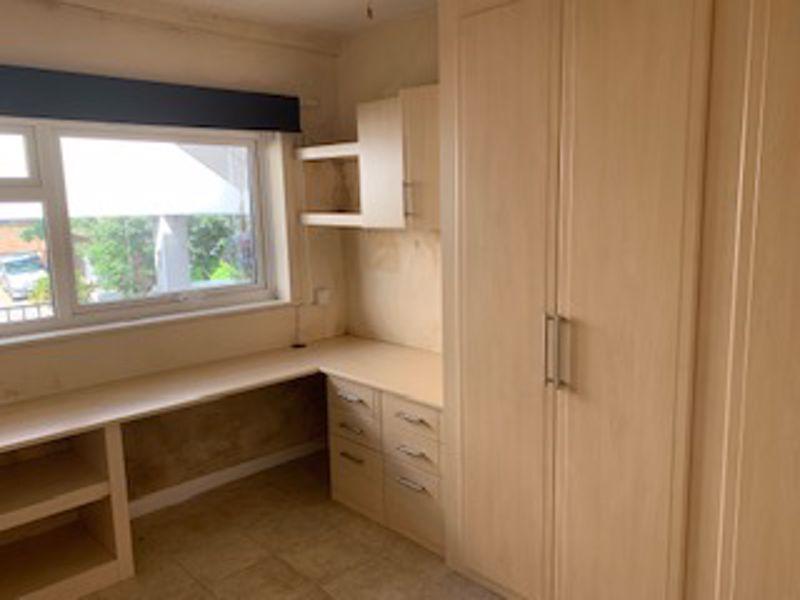 2 bedroom upper floor flat maisonette To Let in Sutton - Photo 3.