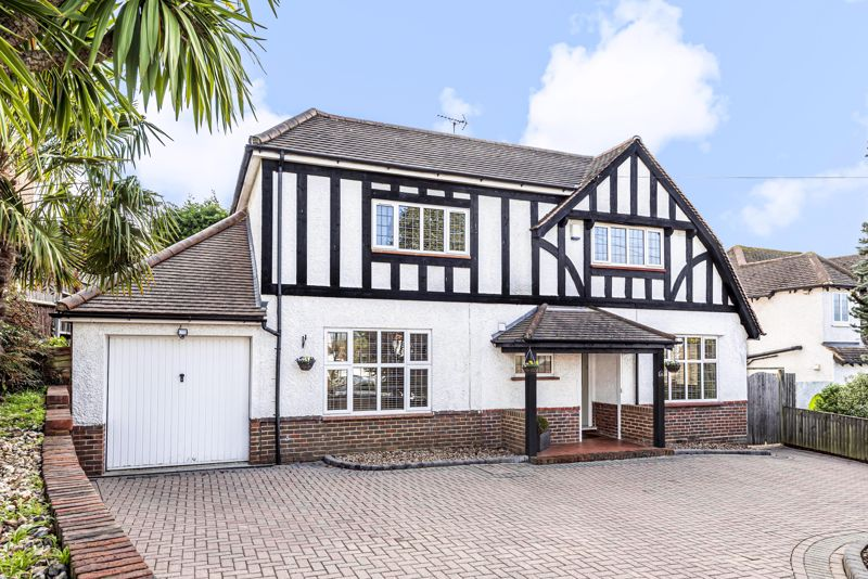 5 bedroom detached house For Sale in Epsom - Photo 15.