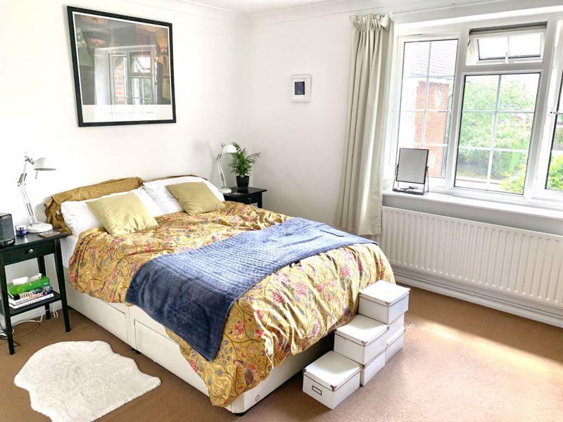 2 bedroom upper floor flat flat Let in Sutton - Photo 3.