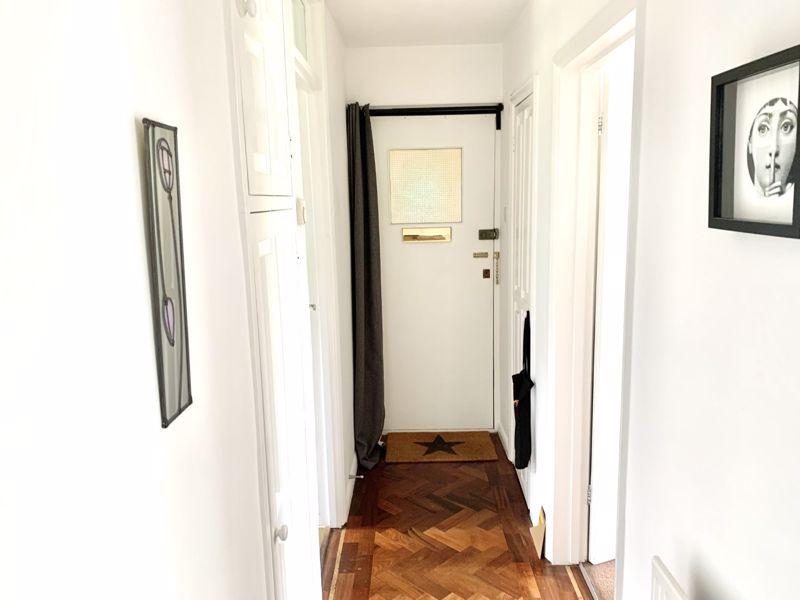 2 bedroom upper floor flat flat Let in Sutton - Photo 5.