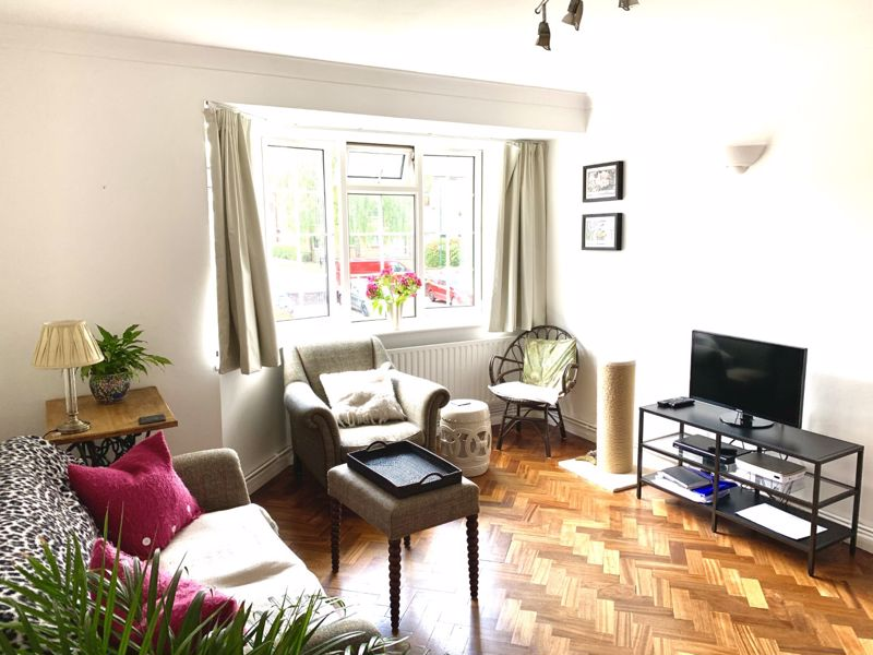 2 bedroom upper floor flat flat Let in Sutton - Photo 8.