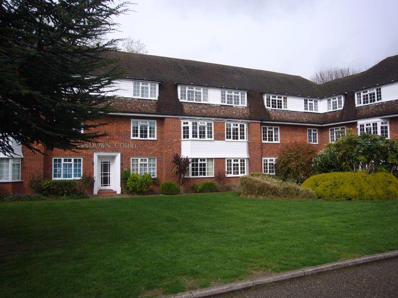 2 bedroom upper floor flat flat Let in Sutton - Photo 9.