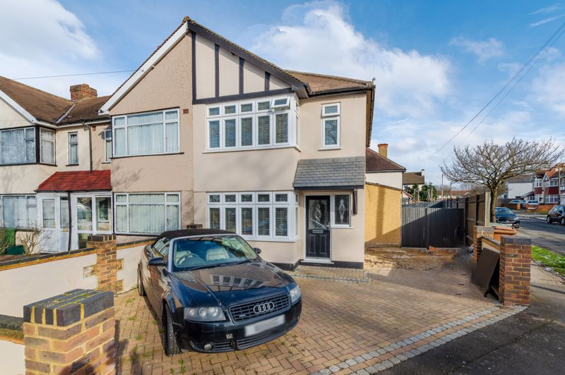 3 bedroom end terrace house SSTC in Sutton - Photo 2.