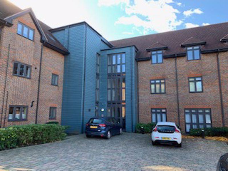 2 bedroom upper floor flat flat To Let in Sutton - Photo 3.