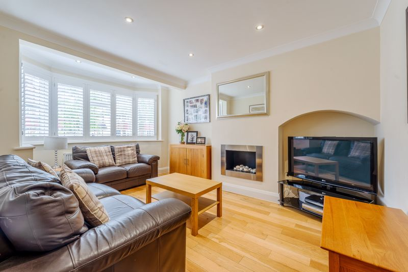 4 bedroom semi detached house Under Offer in Sutton - Photo 1.