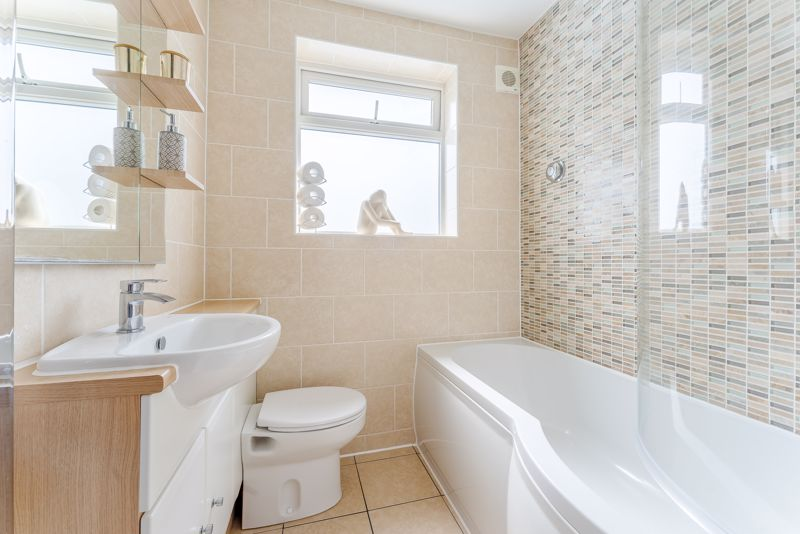 4 bedroom semi detached house Under Offer in Sutton - Photo 19.