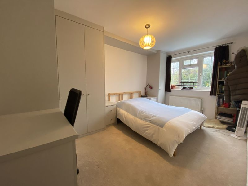 4 bedroom terraced house To Let in Sutton - Photo 3.