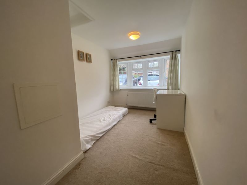 4 bedroom terraced house To Let in Sutton - Photo 6.