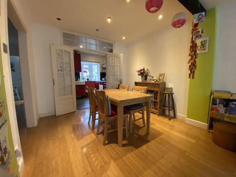 4 bedroom terraced house To Let in Sutton - Photo 7.
