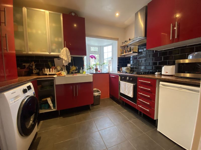 4 bedroom terraced house To Let in Sutton - Photo 11.