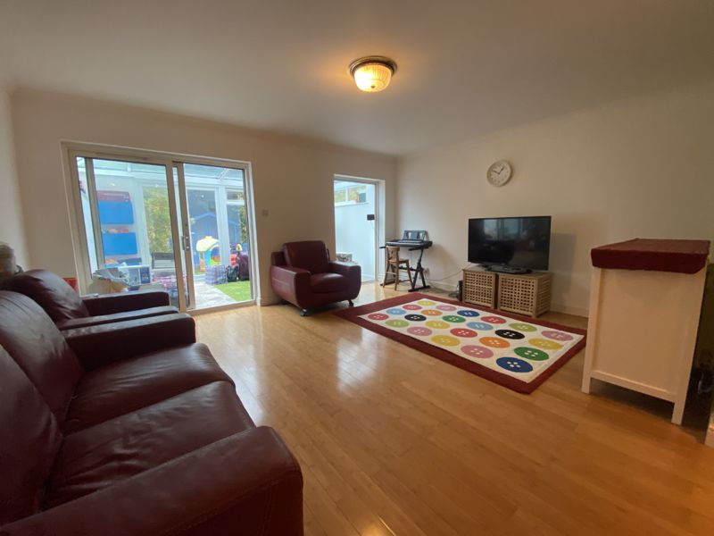 4 bedroom terraced house To Let in Sutton - Photo 12.