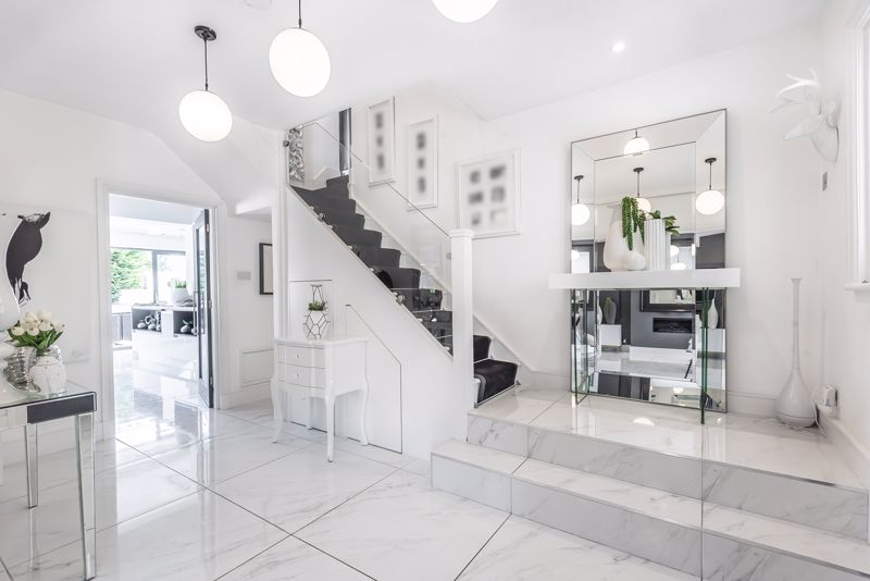 4 bedroom semi detached house Under Offer in Sutton - Photo 7.
