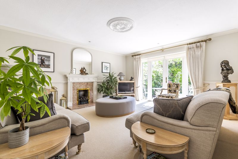 4 bedroom detached house SSTC in Epsom - Photo 2.