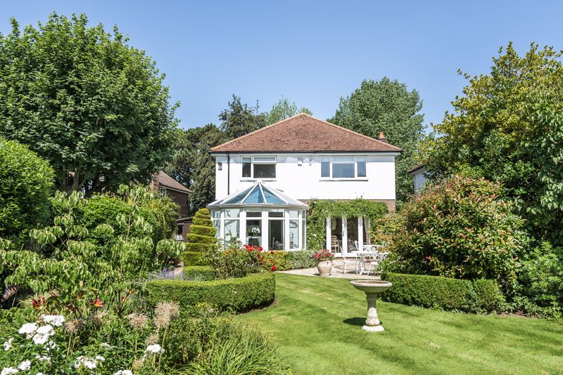 4 bedroom detached house SSTC in Epsom - Photo 22.