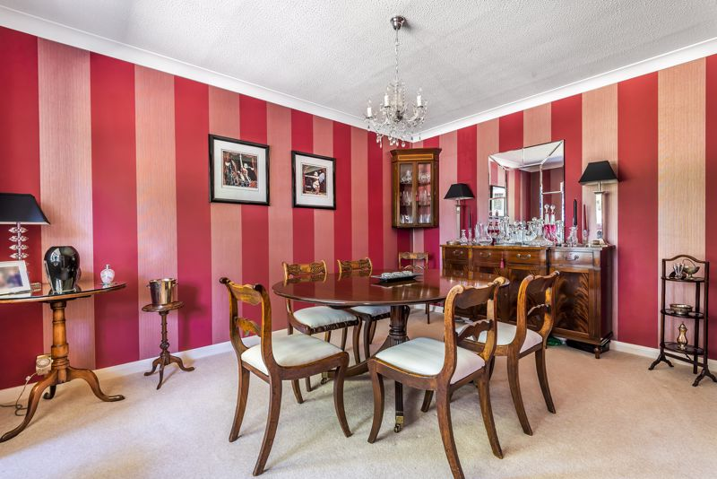 4 bedroom detached house SSTC in Epsom - Photo 4.