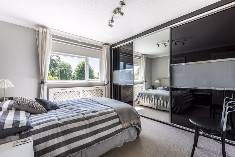 4 bedroom detached house SSTC in Epsom - Photo 8.