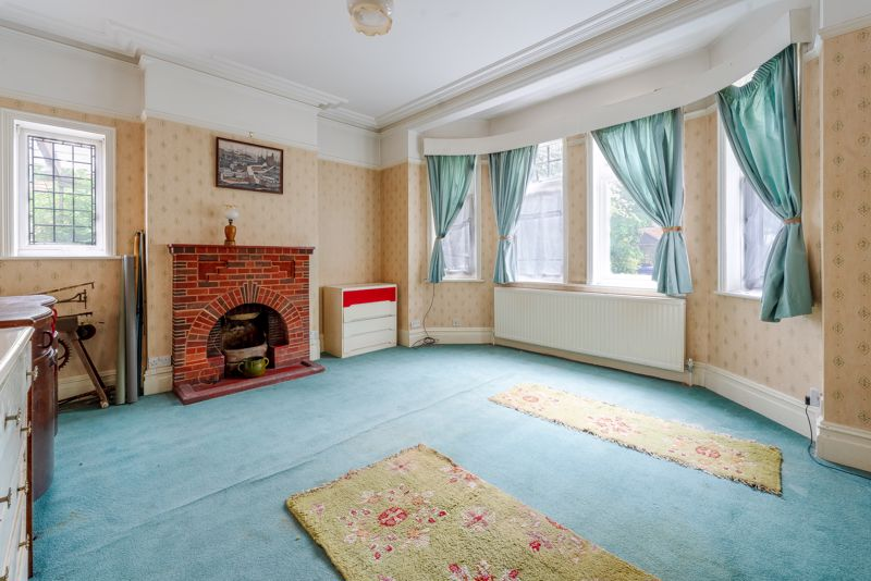 6 bedroom semi detached house Under Offer in Sutton - Photo 1.