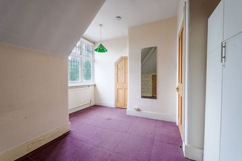 6 bedroom semi detached house Under Offer in Sutton - Photo 15.