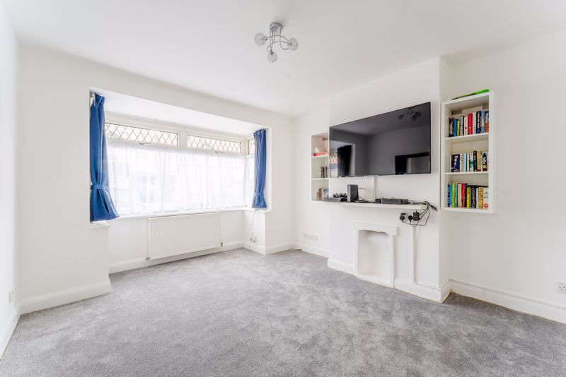 3 bedroom terraced house SSTC in Cheam - Photo 6.