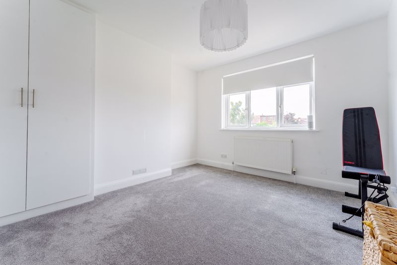 3 bedroom terraced house SSTC in Cheam - Photo 10.