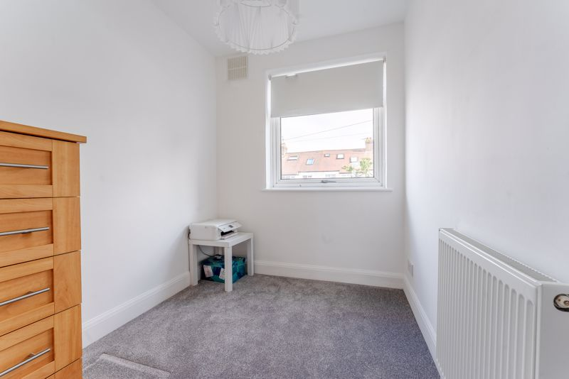 3 bedroom terraced house SSTC in Cheam - Photo 12.