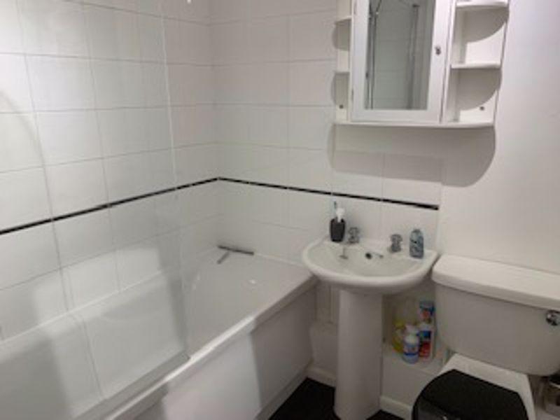 1 bedroom upper floor flat flat Let in Carshalton - Photo 4.