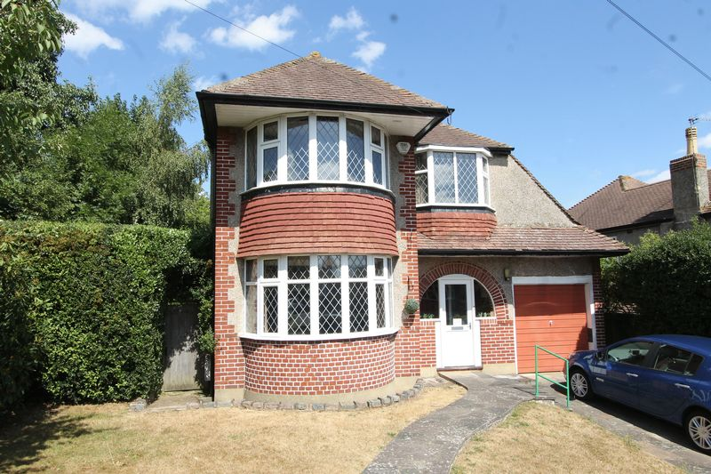 4 bedroom detached house SSTC in Cheam - Photo 8.