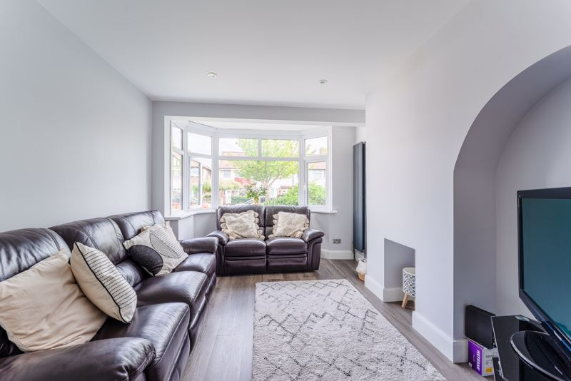 4 bedroom end terrace house SSTC in Worcester Park - Photo 16.