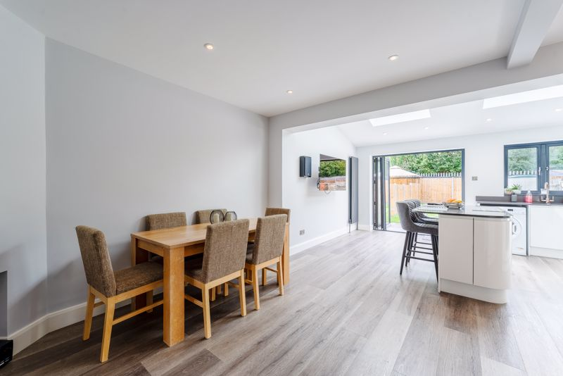 4 bedroom end terrace house SSTC in Worcester Park - Photo 18.