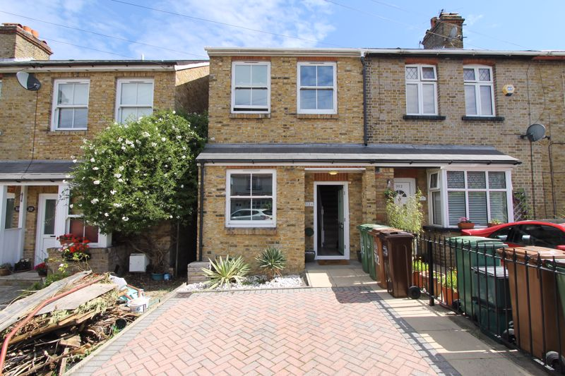 2 bedroom end terrace house For Sale in Sutton - Photo 9.