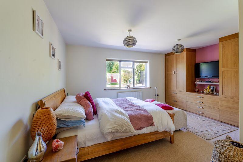 4 bedroom detached bungalow SSTC in Sutton - Photo 12.
