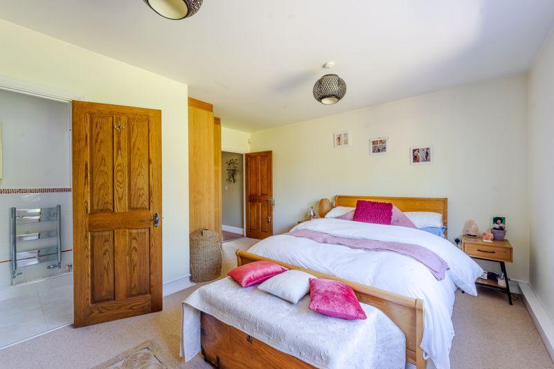4 bedroom detached bungalow SSTC in Sutton - Photo 13.