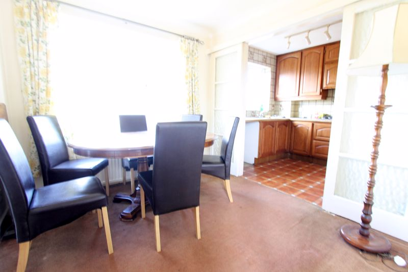 5 bedroom end terrace house For Sale in Sutton - Photo 5.