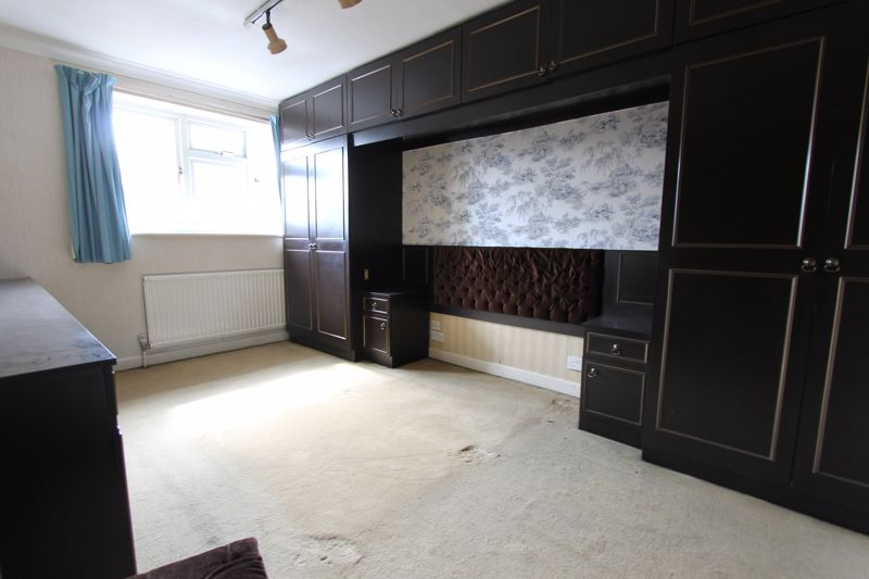 5 bedroom end terrace house For Sale in Sutton - Photo 7.