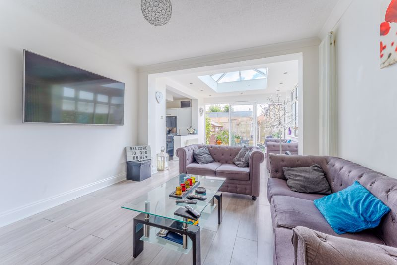 4 bedroom detached house SSTC in Sutton - Photo 6.