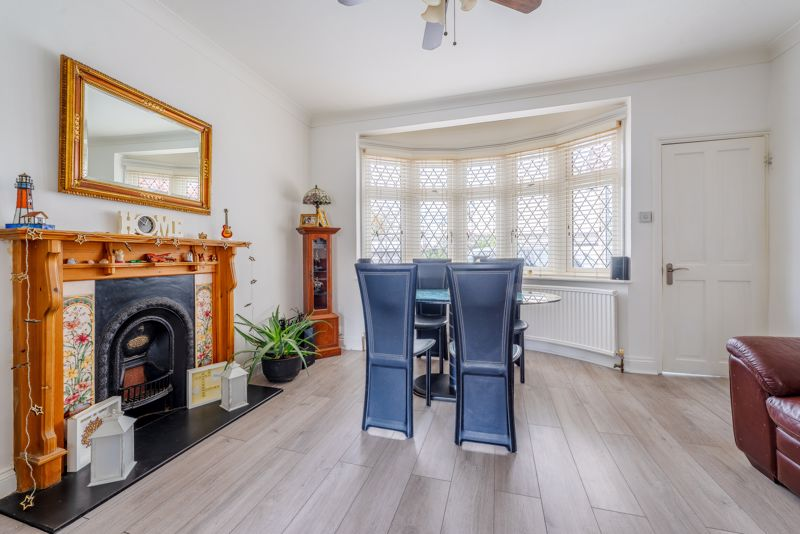 4 bedroom detached house SSTC in Sutton - Photo 5.