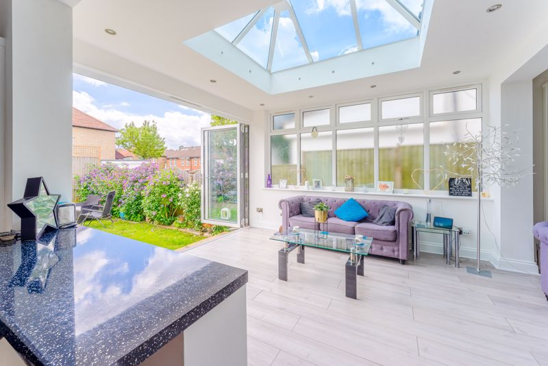 4 bedroom detached house SSTC in Sutton - Photo 9.