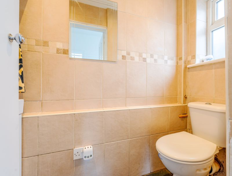4 bedroom detached house SSTC in Sutton - Photo 10.