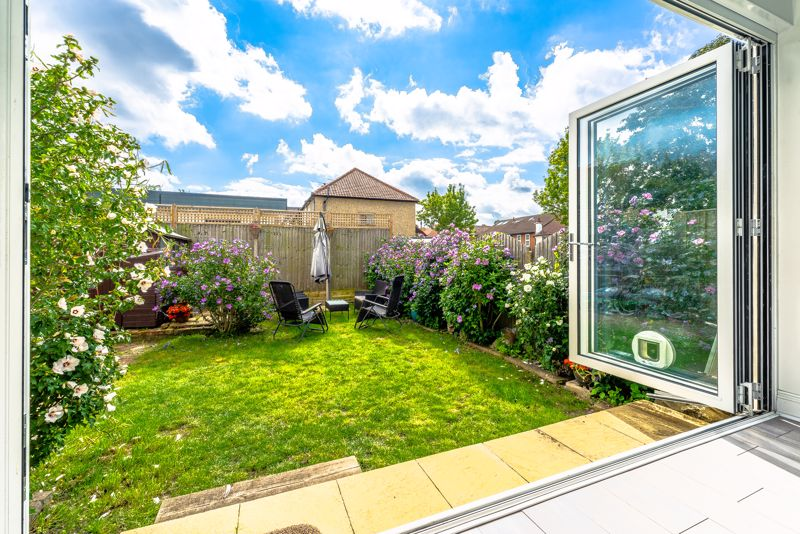 4 bedroom detached house SSTC in Sutton - Photo 2.