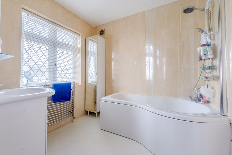 4 bedroom detached house SSTC in Sutton - Photo 12.