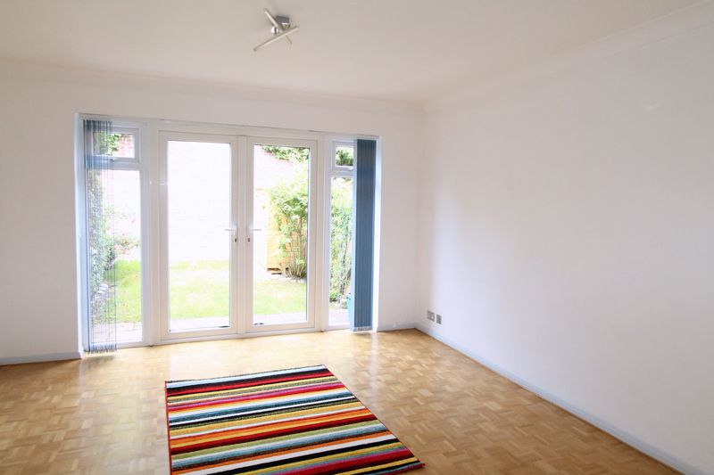 2 bedroom terraced house Let in Sutton - Photo 1.