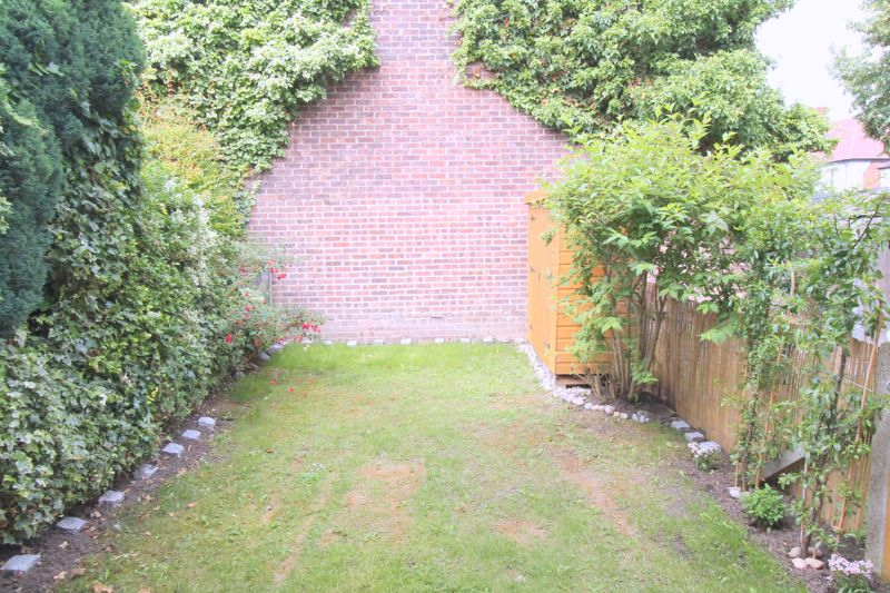 2 bedroom terraced house Let in Sutton - Photo 2.