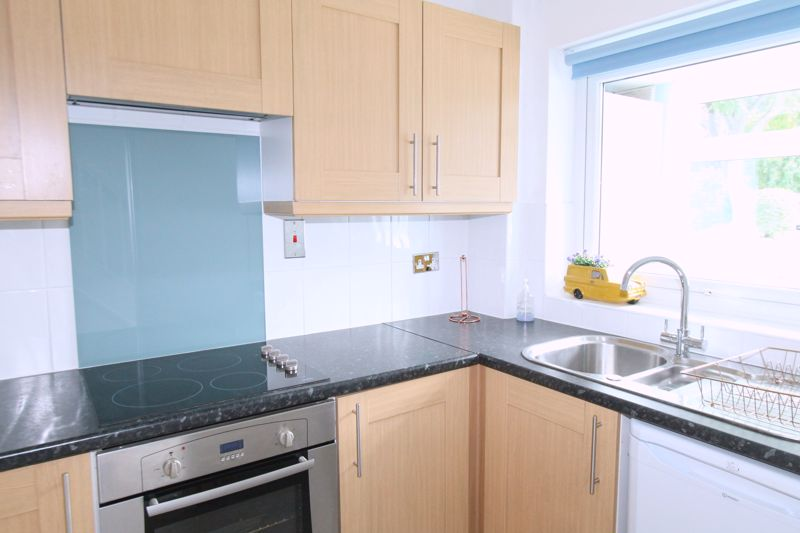 2 bedroom terraced house Let in Sutton - Photo 3.