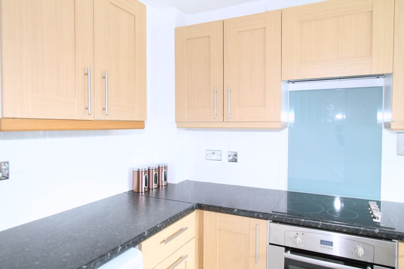2 bedroom terraced house Let in Sutton - Photo 4.