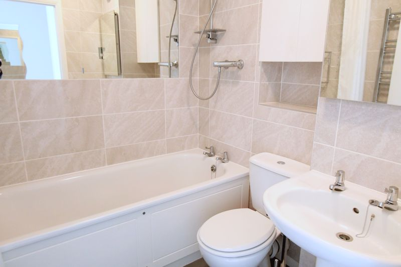 2 bedroom terraced house Let in Sutton - Photo 6.