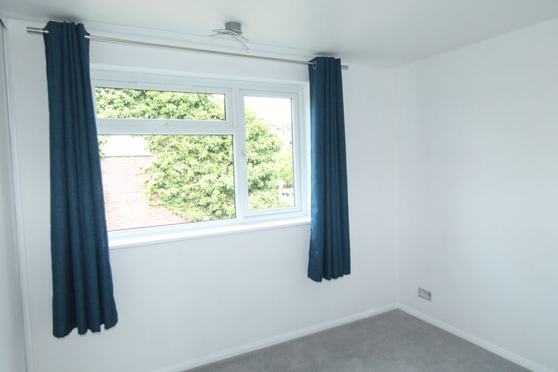 2 bedroom terraced house Let in Sutton - Photo 9.