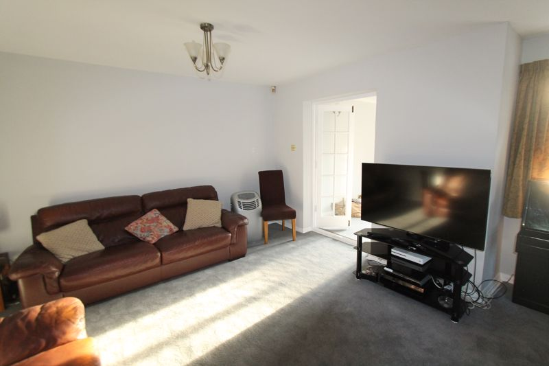 3 bedroom end terrace house For Sale in Sutton - Photo 2.